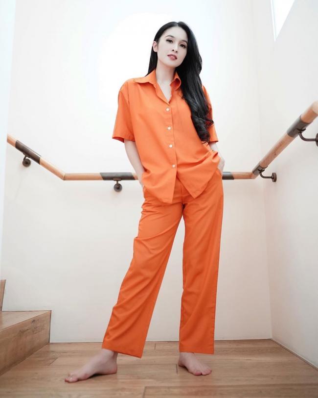 Sandra Dewi 15