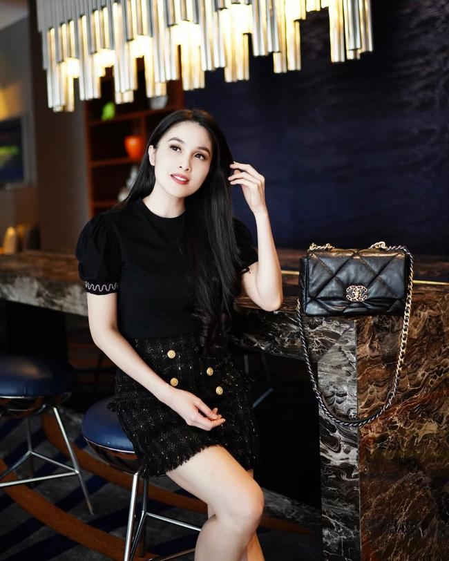 Sandra Dewi 17