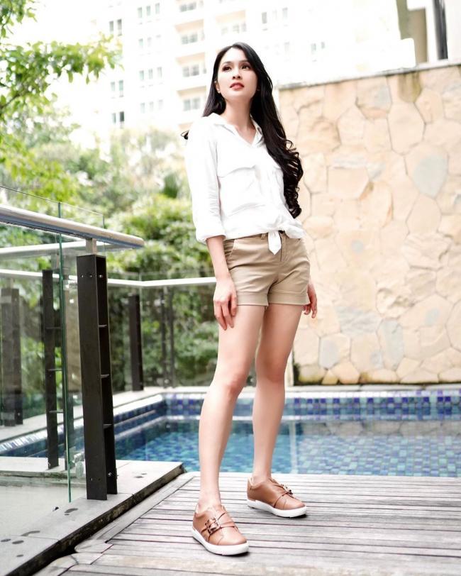 Sandra Dewi 6
