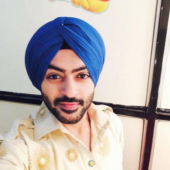 Karan Singh Chhabra (pemeran Shivam)
