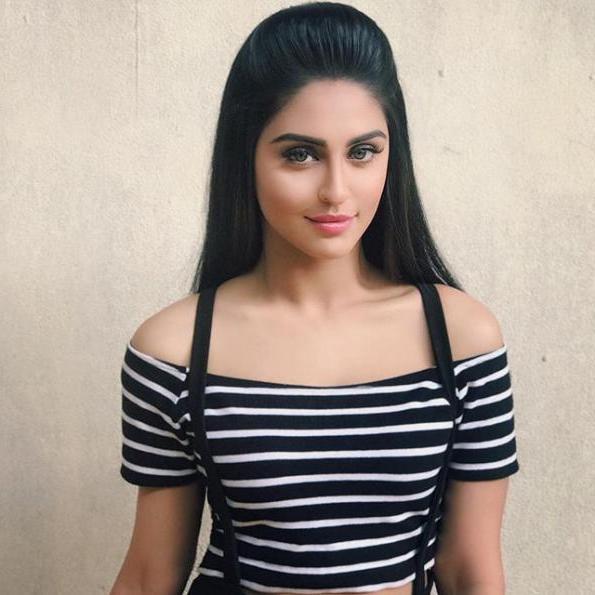 Krystle D'souza (pemeran Raina Sharma Shrivastava)