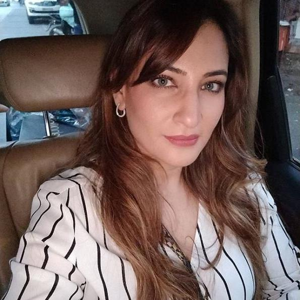 Rakshanda Khan (pemeran Mohini Nigam Shrivastava)
