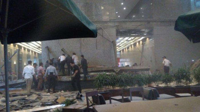 Balkon Kantor Bursa Efek Indonesia Roboh