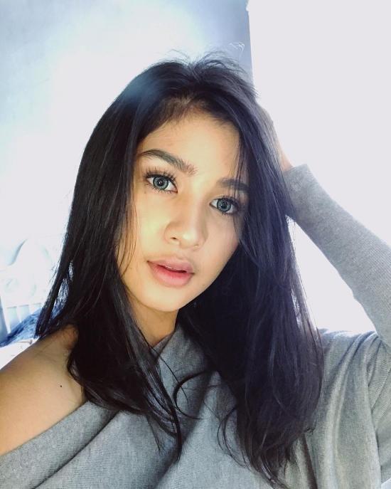 Mikha Tambayong 16