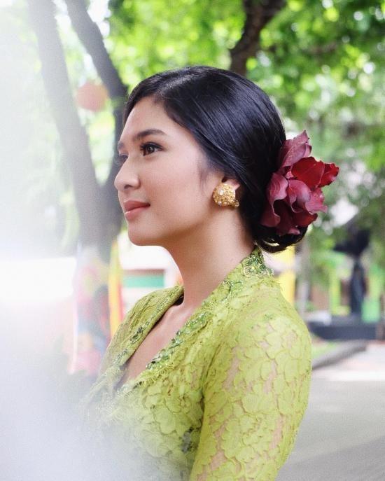 Mikha Tambayong 25