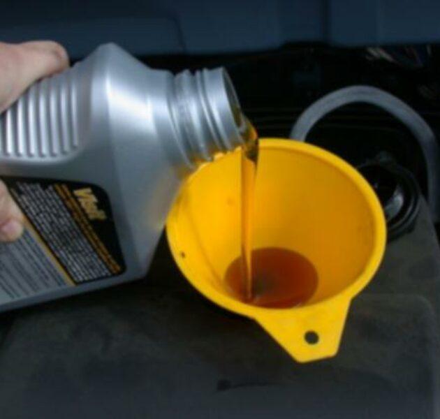 Merawat Mesin Motor dengan Rutin mengganti oli bisa membuat mesin motor lebih awet